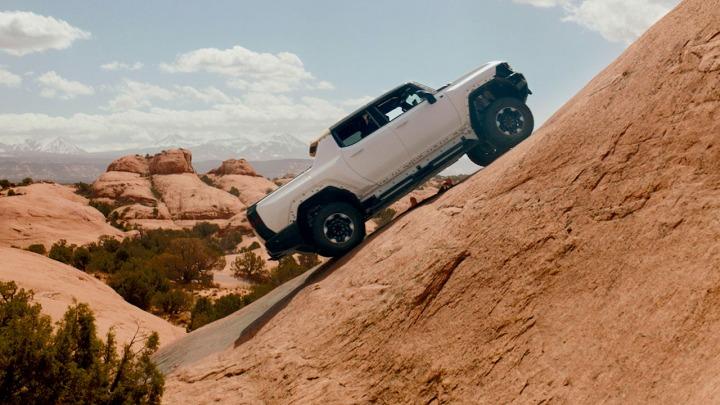 GMC HUMMER EV Pickup przechodzi rygorystyczne testy terenowe