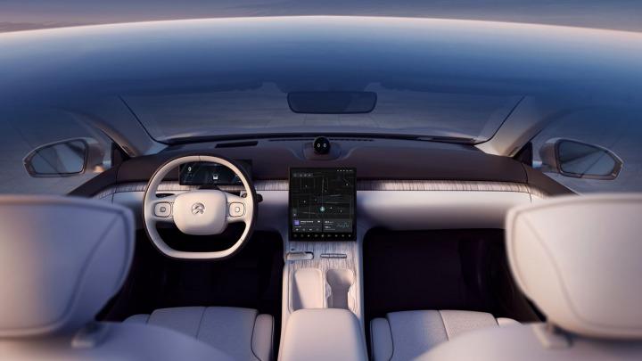 NIO wprowadza na rynek pierwszy autonomiczny model jazdy ET7
