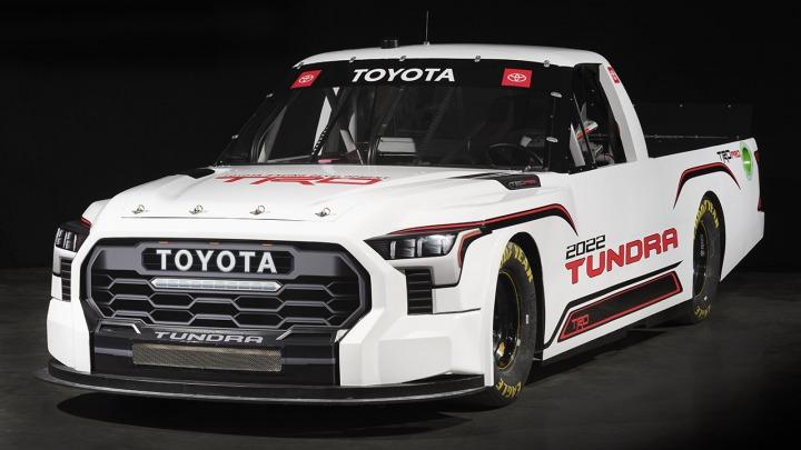 Odkryj nową Toyotę Tundra TRD Pro, która będzie rywalizować w wyścigach NASCAR