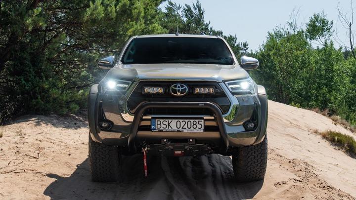 Toyota Hilux Arctic Trucks prawie niezniszczalny pick-up