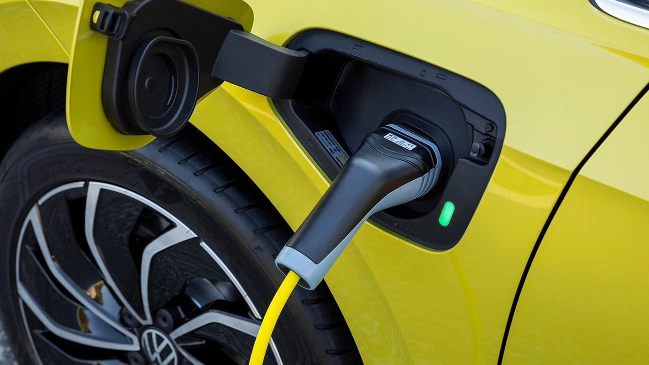 Ile Polacy są skłonni wydać na auto elektryczne?
