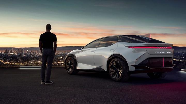 Rekord Lexusa w sprzedaży aut zelektryfikowanych