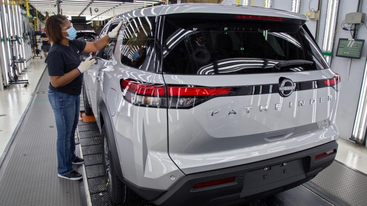 Całkowicie nowy Nissan Pathfinder zjeżdża z linii montażowej