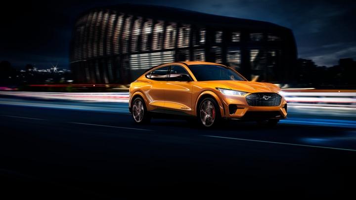 Ekscytująca cyber pomarańcza. Mustang MACH-E GT z nowym kolorem