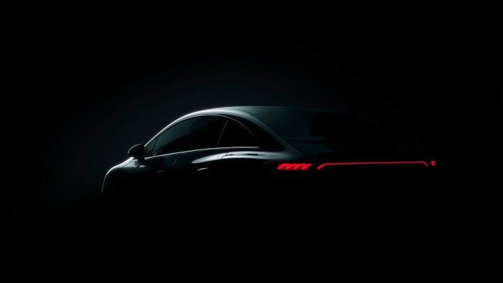 Mercedes pokazał pierwsze zdjęcia elektrycznego sedana EQE