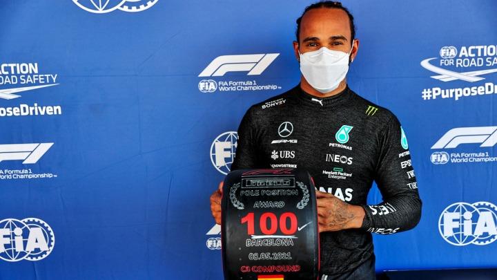 Lewis Hamilton zajmuje po raz 100. pole position w karierze