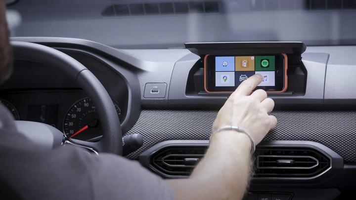 Nowa Dacia Sandero z kieszonkowym ekranem multimedialnym