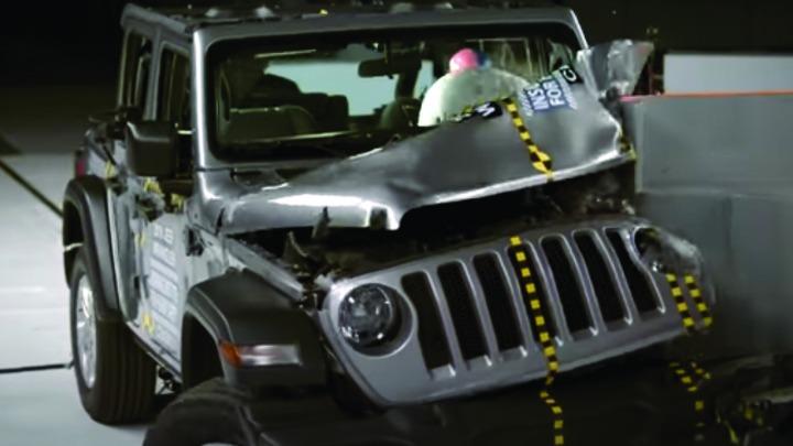 Nowy Jeep Wrangler przewrócił się podczas ostatnich testów zderzeniowych, nie raz, ale dwa razy